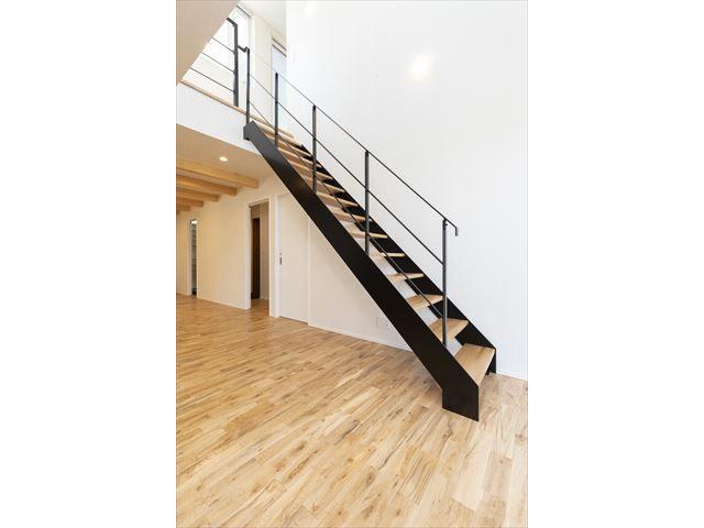 アールプラスハウス岩国 階段